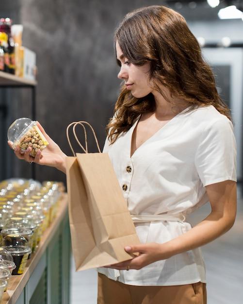 Portret Kobiety Zakupy Produktów Ekologicznych Darmowe Zdjęcia