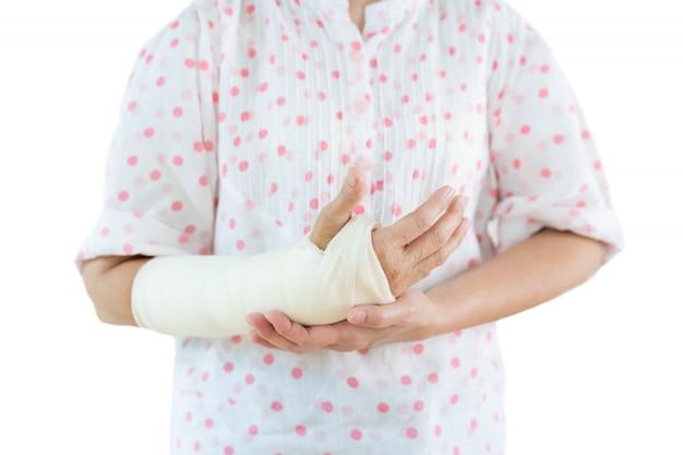 Portret kobiety ze złamanym ramieniem. Premium Zdjęcia