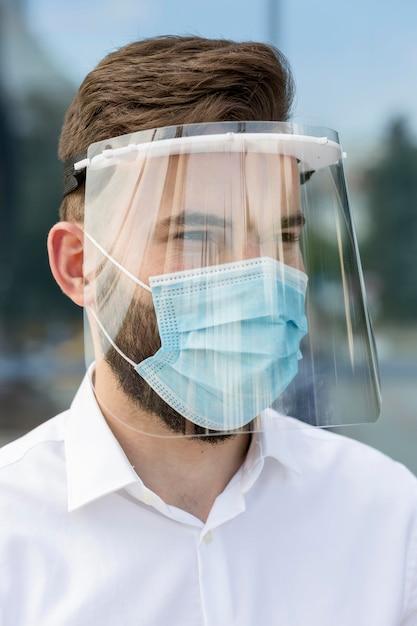 Portret Mężczyzny Noszącego Maskę Darmowe Zdjęcia