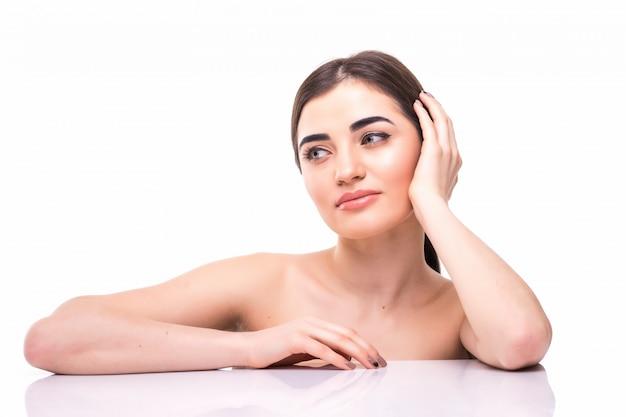 Portret Młoda Piękna Caucasian Kobieta Dotyka Jej Twarz Odizolowywającą. Oczyszczająca Twarz, Idealna Skóra. Pielęgnacja Skóry, Kosmetologia Darmowe Zdjęcia
