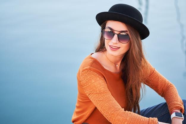 Portret młodej dziewczyny stylowe Premium Zdjęcia