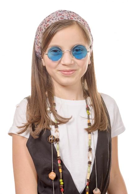 Portret młodej dziewczyny z szalikiem we włosach, styl hippie Premium Zdjęcia