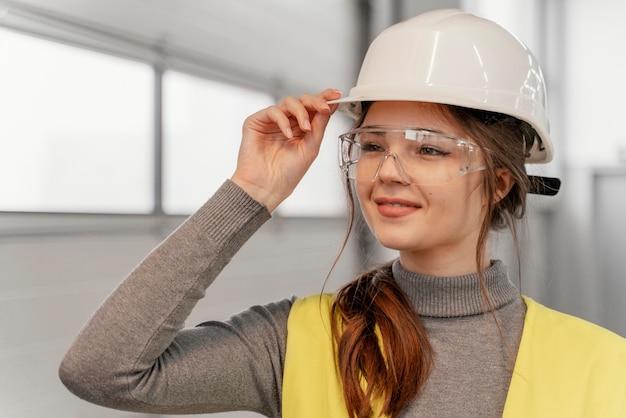 Portret Młodej Kobiety Inżyniera Darmowe Zdjęcia