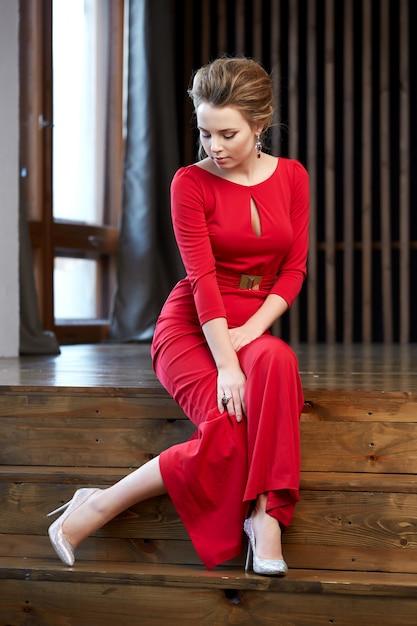 Portret Młodej Kobiety Premium Zdjęcia