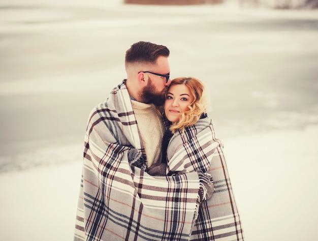 Portret młodej pary zmysłowy Premium Zdjęcia