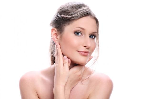 Portret Piękna Młoda Kobieta Z Czystą Twarzą Darmowe Zdjęcia