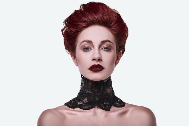 Portret piękna stylowa rudzielec kobieta Premium Zdjęcia