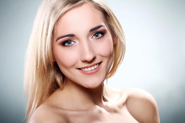 Portret Pięknej Blondynki Darmowe Zdjęcia