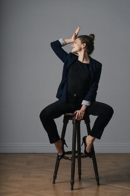 Portret Pięknej Młodej Kobiety Biznesu Darmowe Zdjęcia