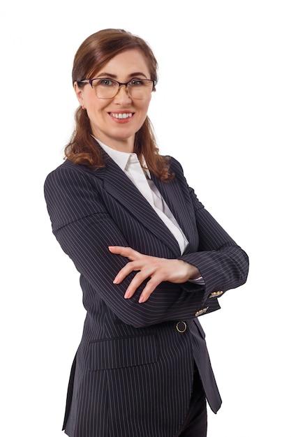 Portret piękny bizneswomanu 50 ucho starych w krzyżującej ręki pozie odizolowywającej na bielu. Premium Zdjęcia