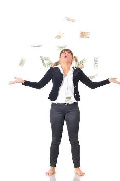 Portret Rasy Białej Kobiety Radosny świętuje Sukces W Deszczu Pieniędzy Spadających W Dolarach Premium Zdjęcia
