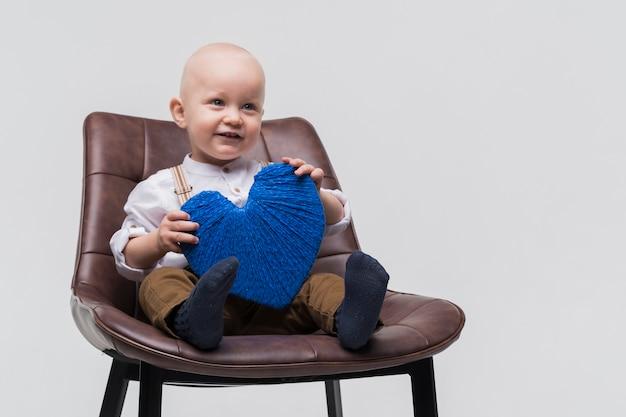 Portret śliczny Chłopiec śmiać Się Darmowe Zdjęcia
