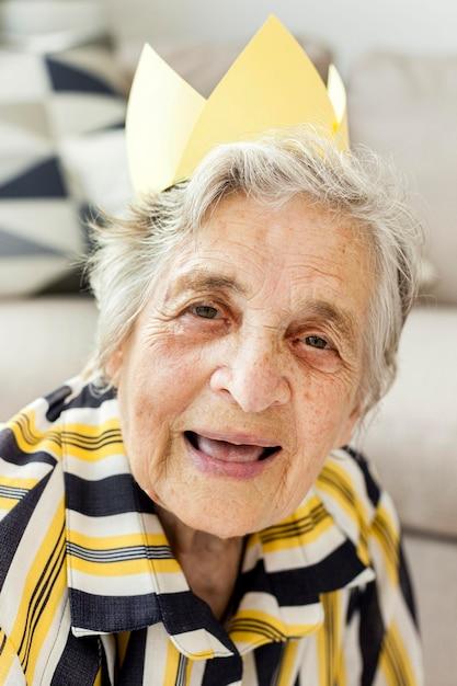 Portret Starszy Babci Ono Uśmiecha Się Darmowe Zdjęcia