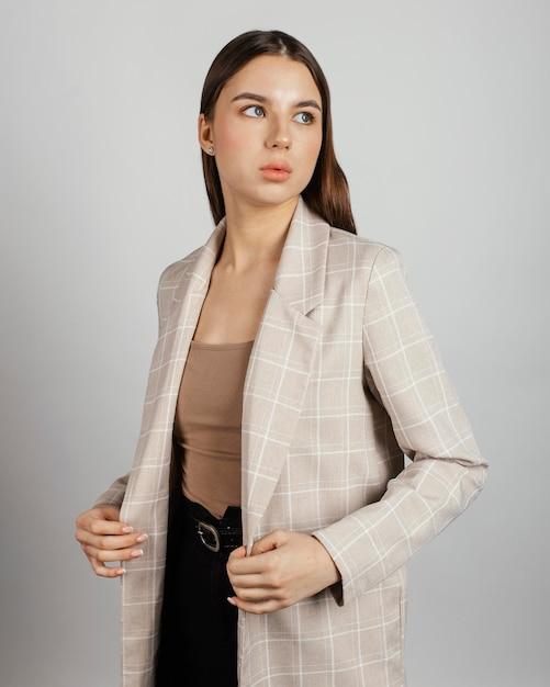 Portret Stylowej Kobiety Premium Zdjęcia
