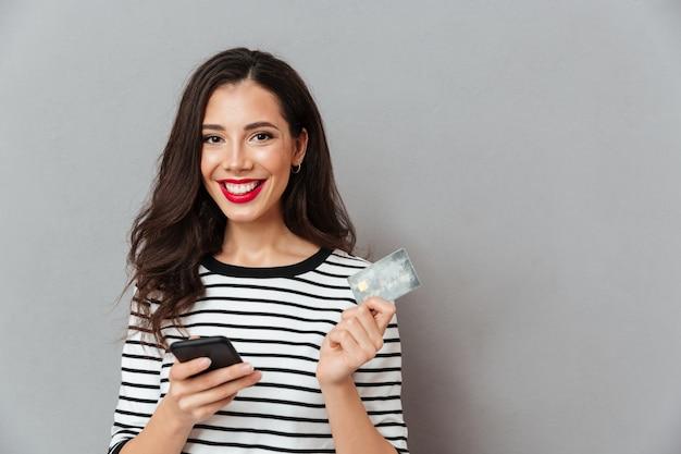 Portret Szczęśliwy Dziewczyny Mienia Telefon Komórkowy Darmowe Zdjęcia