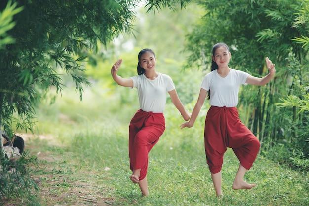 Portret tajlandzka młoda dama w sztuki kultury tajlandia tanu, tajlandia Darmowe Zdjęcia