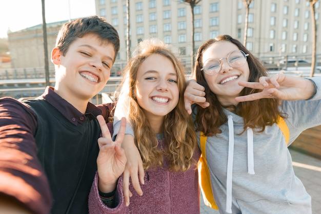 Portret trzech przyjaciół Premium Zdjęcia