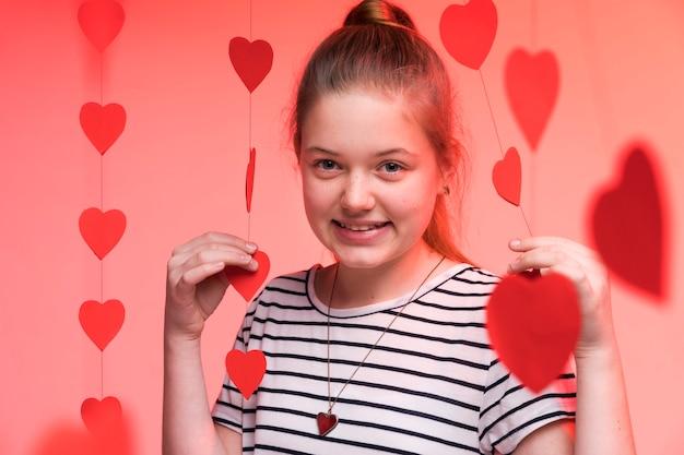 Portret Uroczej Młodej Dziewczyny Pozować Darmowe Zdjęcia