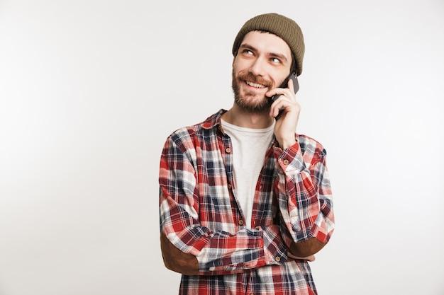 Portret Uśmiechnięty Brodaty Mężczyzna W Koszuli W Kratę Premium Zdjęcia