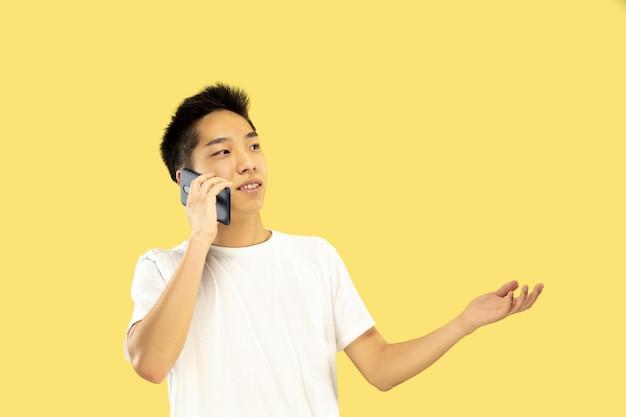 Portret W Połowie Długości Koreańskiego Młodzieńca Darmowe Zdjęcia