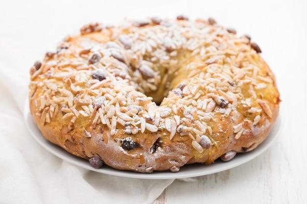Portugalskie Ciasto świąteczne Bolo De Rainha Premium Zdjęcia