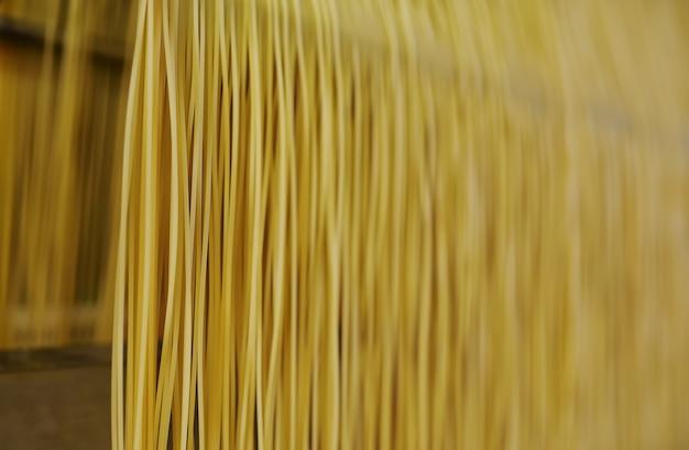 Powierzchnia Lub Tekstura Makaronu I Spaghetti Z Bliska. Premium Zdjęcia