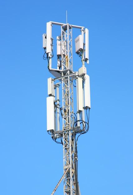 Powietrzna Komunikacja Mobilna Przeciw Niebieskiemu Niebu Premium Zdjęcia