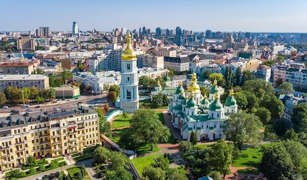 Powietrzny Trutnia Widok St Sophia Katedra I Kijowska Miasto Linia Horyzontu Od Above, Kijów Pejzaż Miejski, Kapitał Ukraina Premium Zdjęcia