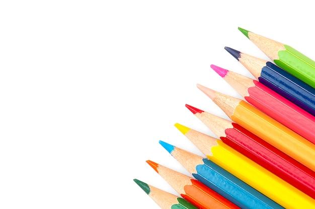 Powrót do szkoły - kolorowe kredki na białym tle, Premium Zdjęcia