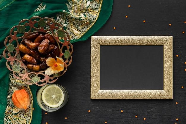 Powyżej Zobacz Daty I Aranżację Sari Premium Zdjęcia