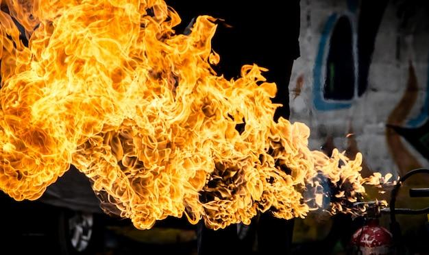 Pożarniczy Płomień Dla Tekstury I Tła, Benzyna Wybuch Premium Zdjęcia