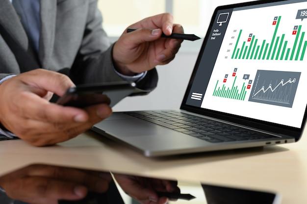 Pracuj ciężko analiza danych statystyki informacje biznes technologia Premium Zdjęcia