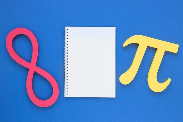 Prawdziwy Symbol Nauki Pi I Nieskończony Symbol Z Pustym Notatnikiem Darmowe Zdjęcia