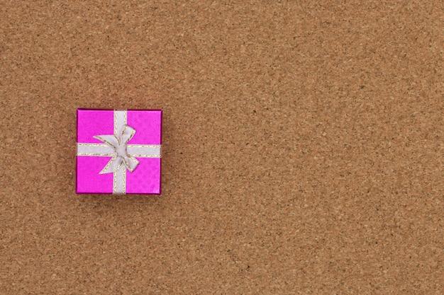 Prezenta pudełka odgórny widok na drewnianym tle. Premium Zdjęcia