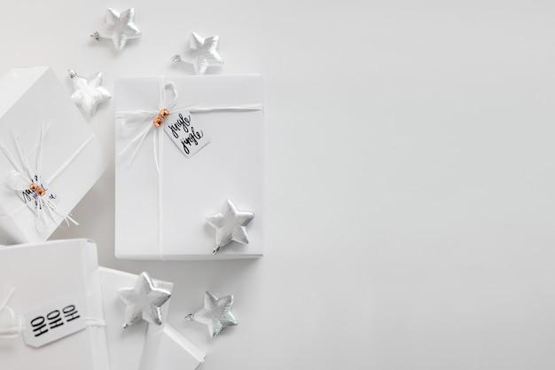 Prezenty Na Boże Narodzenie Na Białym Tle Premium Zdjęcia