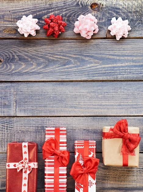 Prezenty świąteczne Naprzeciwko Kokardek Darmowe Zdjęcia