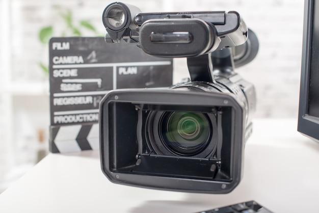 Profesjonalna kamera wideo z klapą Premium Zdjęcia