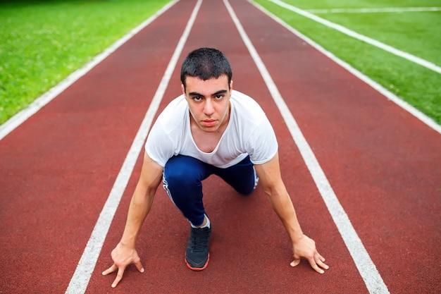 Profesjonalny biegacz na torze Premium Zdjęcia