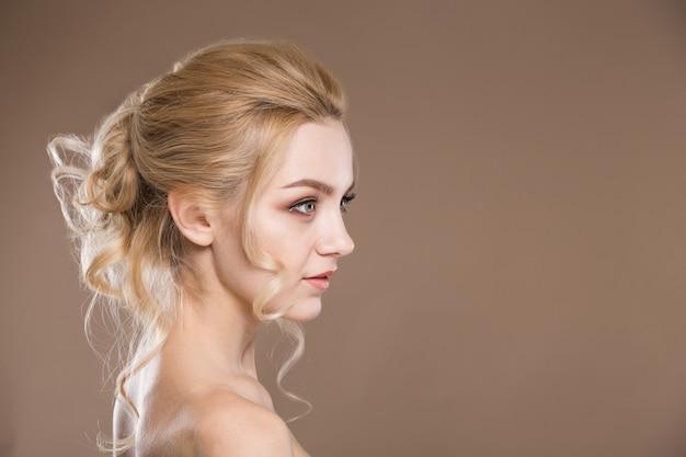 Profil Młodej Dziewczyny Premium Zdjęcia