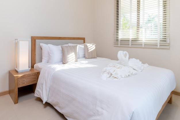 Projektowanie wnętrz w sypialni domu Premium Zdjęcia