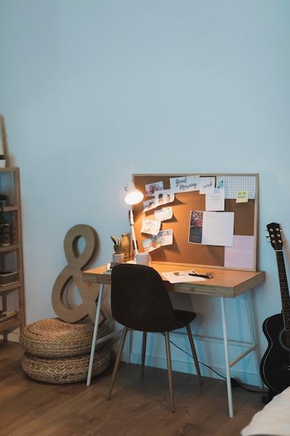 Prosta koncepcja biura domowego dla studentów Darmowe Zdjęcia