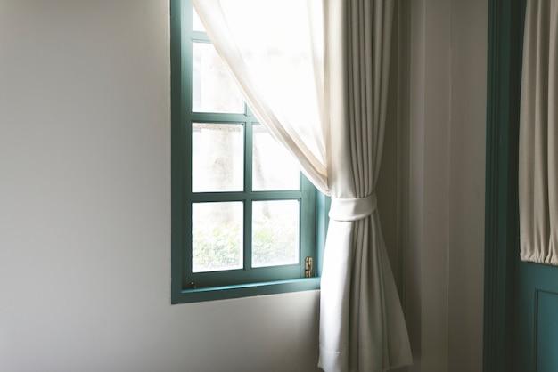 Proste Okno Z Białą Zasłoną Darmowe Zdjęcia