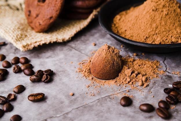 Proszek Kakaowy Nad Czekoladową Truflą Darmowe Zdjęcia
