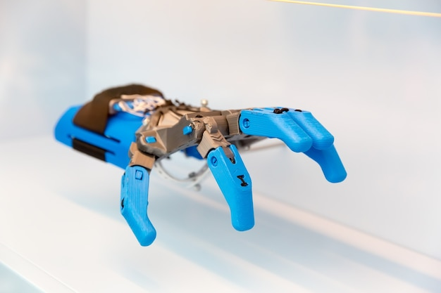 Proteza Ludzkiej Dłoni, Część Mechaniczna. Przyszła Technologia Protetyczna, Bioinżynieria Medyczna, Ramię Robota Premium Zdjęcia