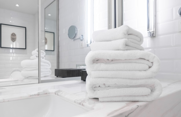 Prysznic Ręcznikowy W łazience Premium Zdjęcia