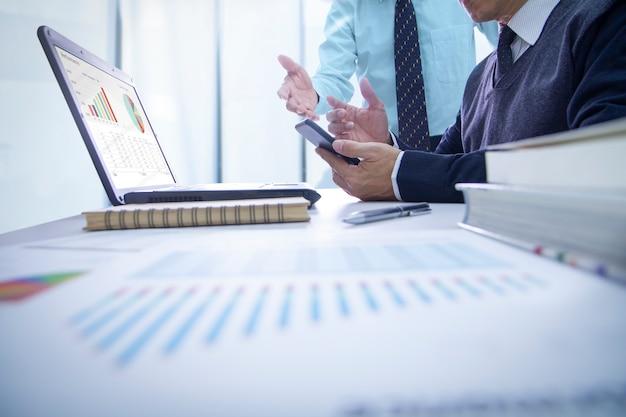 Przegląd sprawozdań finansowych i wyniki biznesowe Premium Zdjęcia