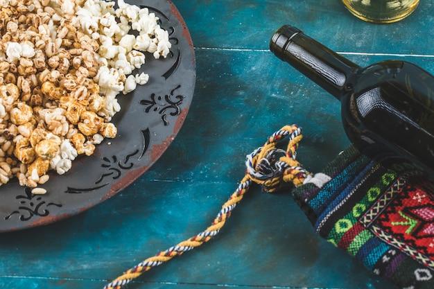 Przekąski Z Popcornu, Kukurydzy Karmelowej I Pszennej W Talerzu Darmowe Zdjęcia