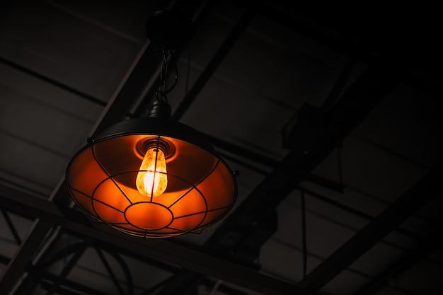 Przemysłowa Lampa Wisząca Do Nowoczesnego Wystroju Wnętrza W Stylu Loftu Premium Zdjęcia