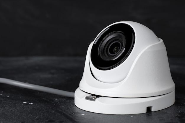 Przenośnej Kamery Ochrona Na Ciemnym Tle, Kopii Przestrzeń Premium Zdjęcia