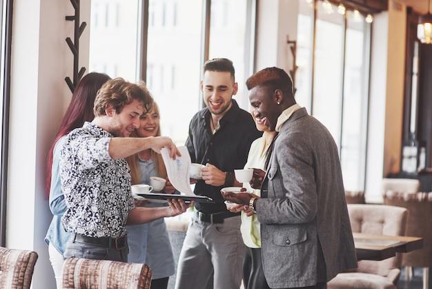 Przerwa na kawę business cafe celebration event party Premium Zdjęcia